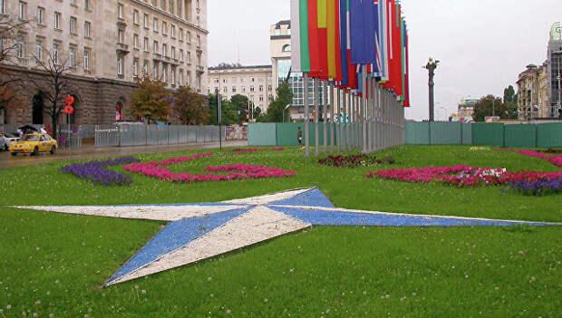 Эмблема и флаги стран-членов НАТО