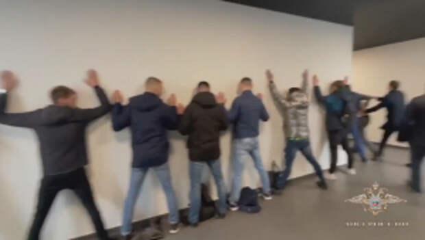 В Москве полицейскими задержаны подозреваемые в мошенничестве под предлогом продления гарантии на оконные конструкции