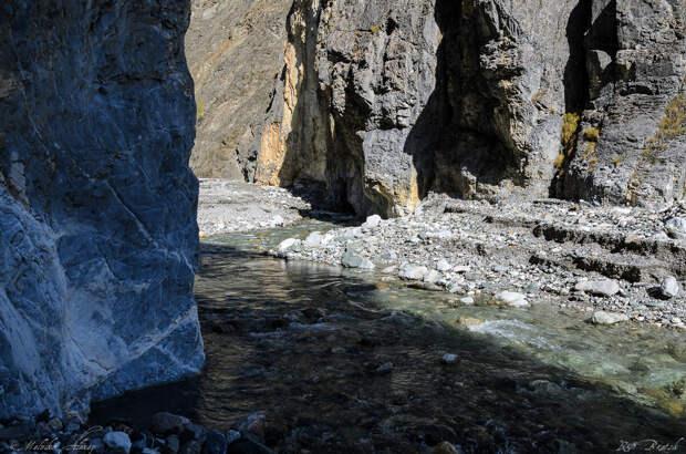 осень идеальное время для такого маршрута, потому что в реке низкий уровень воды и меньше вероятность ее подъема - нежели летом!