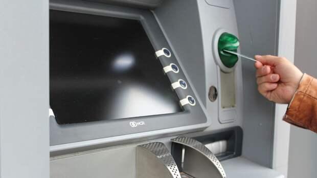 Четыре российских банка запустят сервис для снятия денег по QR коду