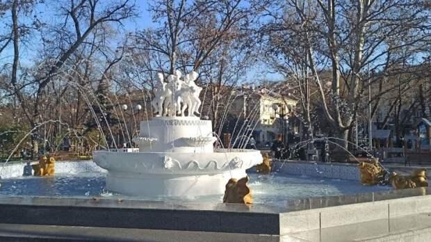 Власти Южно-Сахалинска запустили сезонный фонтан в парке имени Гагарина