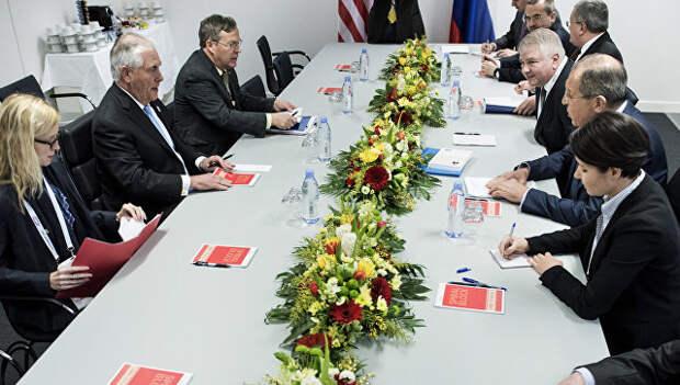Глава МИД России Сергей Лавров и госсекретарь США Рекс Тиллерсон во время встречи в Бонне. 16 февраля 2017