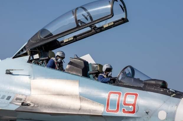 Два летчика катапультировались из находившегося на аэродроме в Крыму Су-30