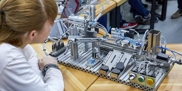 Сергунина: К новому учебному году детские технопарки Москвы подготовили цикл мастер-классов для всей семьи
