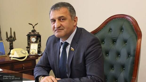 Президент Южной Осетии Бибилов проголосовал по поправкам к Конституции