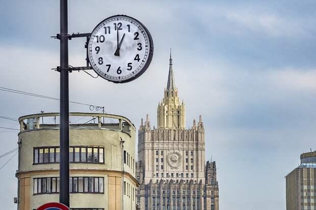 Российские дипломаты исполнили «Катюшу» по случаю 76-летия Победы в Великой Отечественной войне