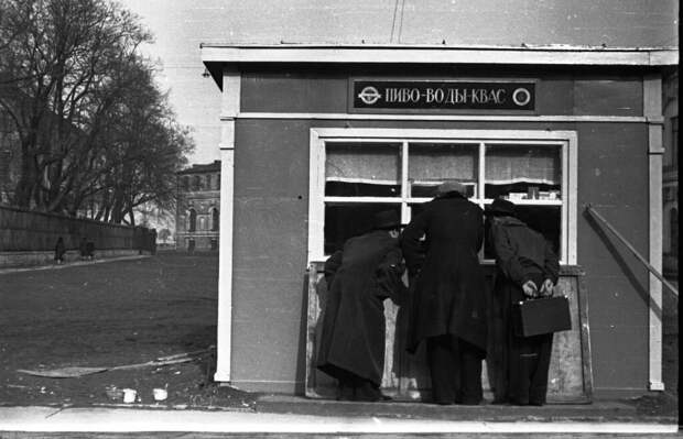 Фото из архива Н.Шарымовой и Л.Л. Лосева.
