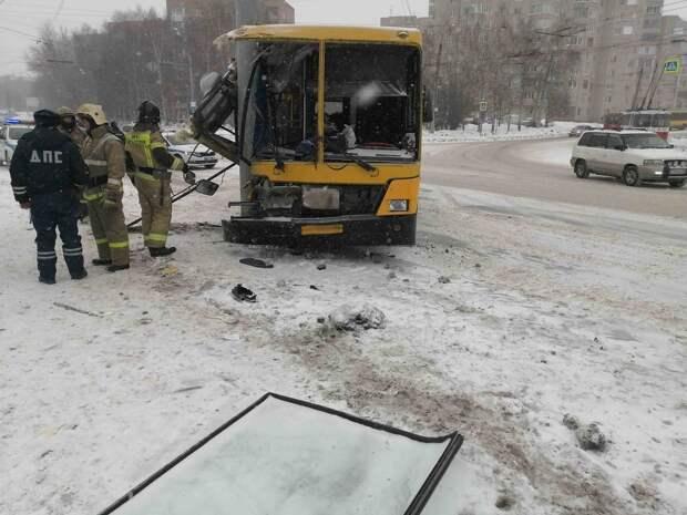 Число пострадавших в ДТП с автобусом в Ижевске выросло до шести