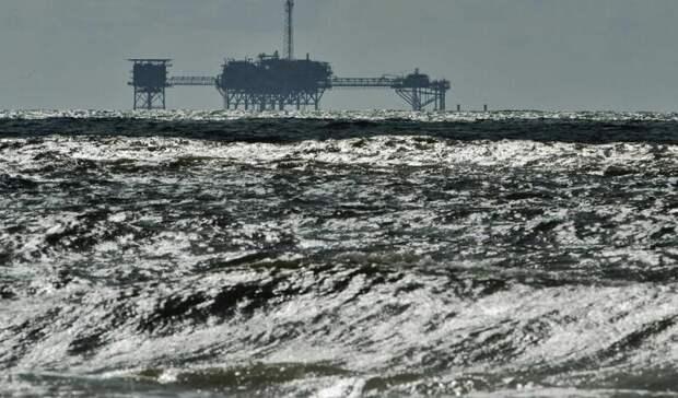 Почти на60% затормозили шторма добычу нефти вМексиканском заливе