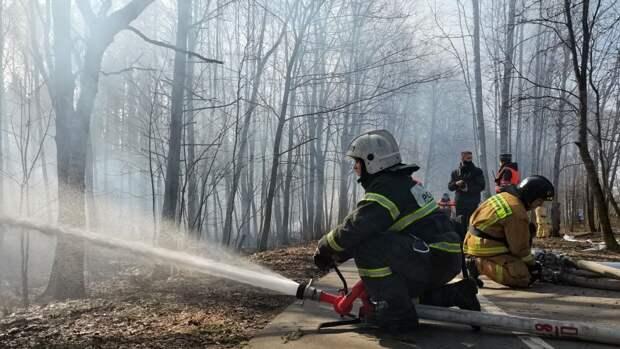 Несколько частных домов загорелись в Подмосковье
