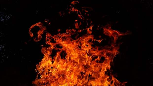 На тушение мусора на Синявинской выезжали пожарные