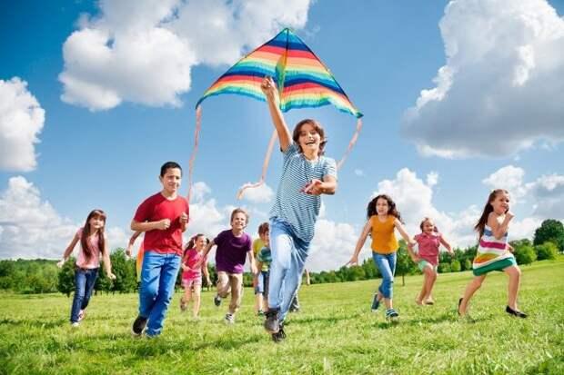Прогулки с детьми: как организовать, что взять, как мотивировать
