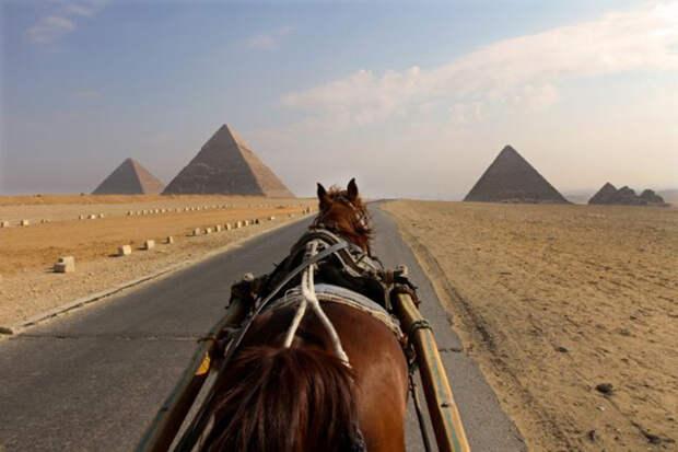 Ещё один вид на Великие пирамиды Гизы.
