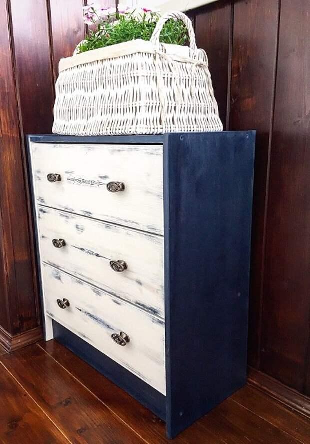 Старую мебель можно обновить с&...