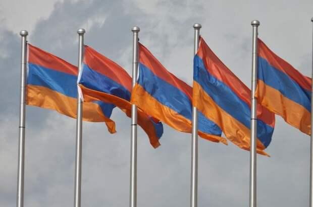 Президент Армении назначил досрочные парламентские выборы на 20 июня