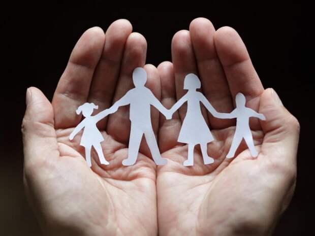 """Выгода от приемных детей: как наживаются лжеблаготворители и """"многомамы"""""""