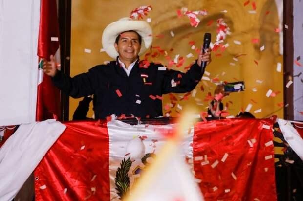 На президентских выборах в Перу побеждает Педро Кастильо