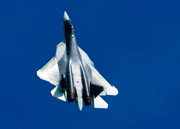 В Сети появилось видео боевого разворота Су-57 с учебной атакой на позиции противника