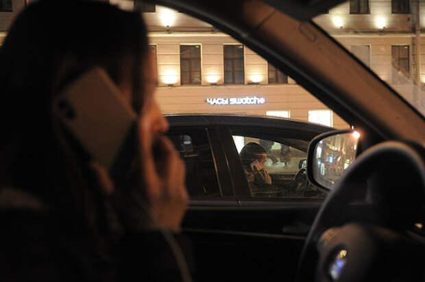 В Петербурге женщина прокатила на капоте мужчину