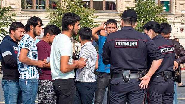 Массовая драка: Мигранты делят Москву и плюют в русских