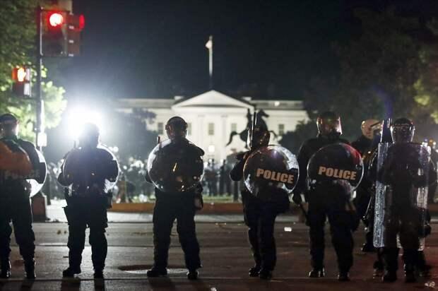 Трамп расправится с протестующими при помощи крайне недемократичного закона