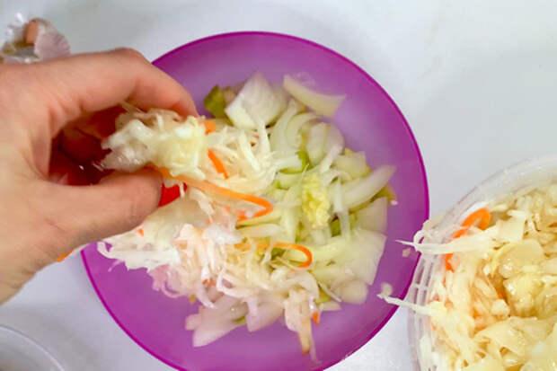 Салат с квашеной капустой: фото шаг 4