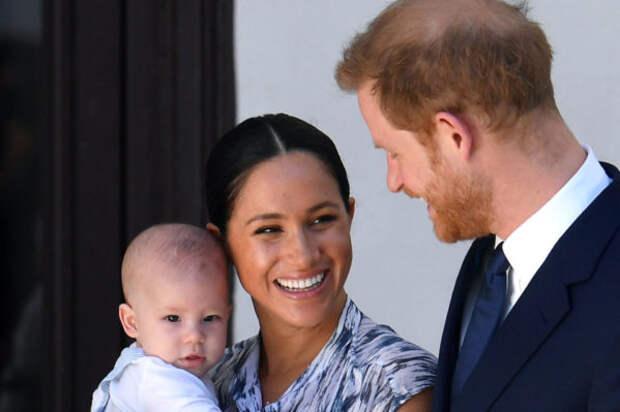 Гарри и Меган выложили новое фото Арчи в честь двух...