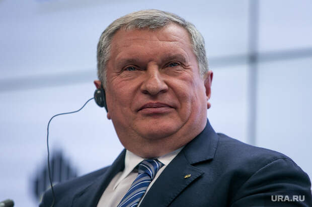 В Кремле отреагировали на угрозы Сечина о потере контроля над экономикой