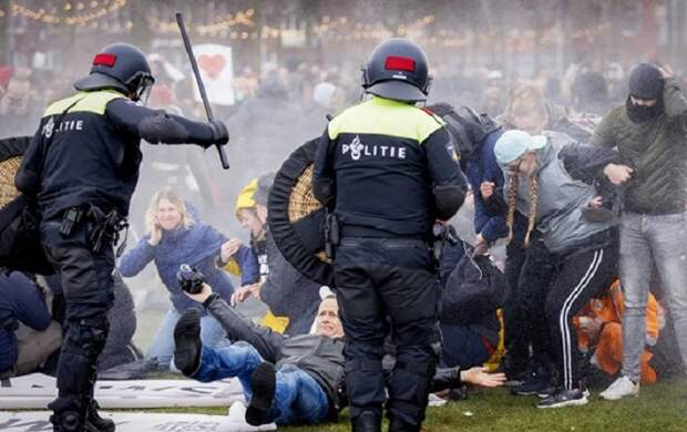 «Так мыдогражданской войны докатимся»: ВНидерландах из-за протестов зовут напомощь армию