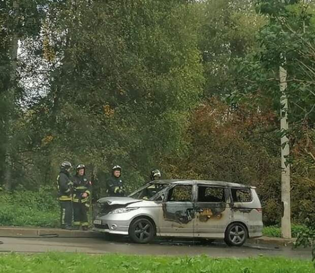 У Долгих прудов сгорела Mazda