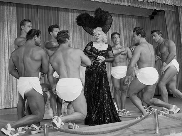 История легенды Голливуда Мэй Уэст, которая первая заговорила о сексе вслух