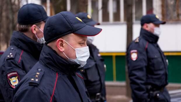 Родители напавшего с ножом на учителя школьника уехали на отдых в Сочи