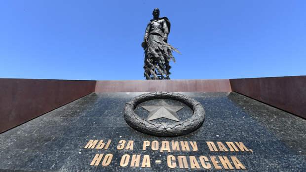Дроны нарисовали в небе над Ржевским мемориалом символы победы в ВОВ