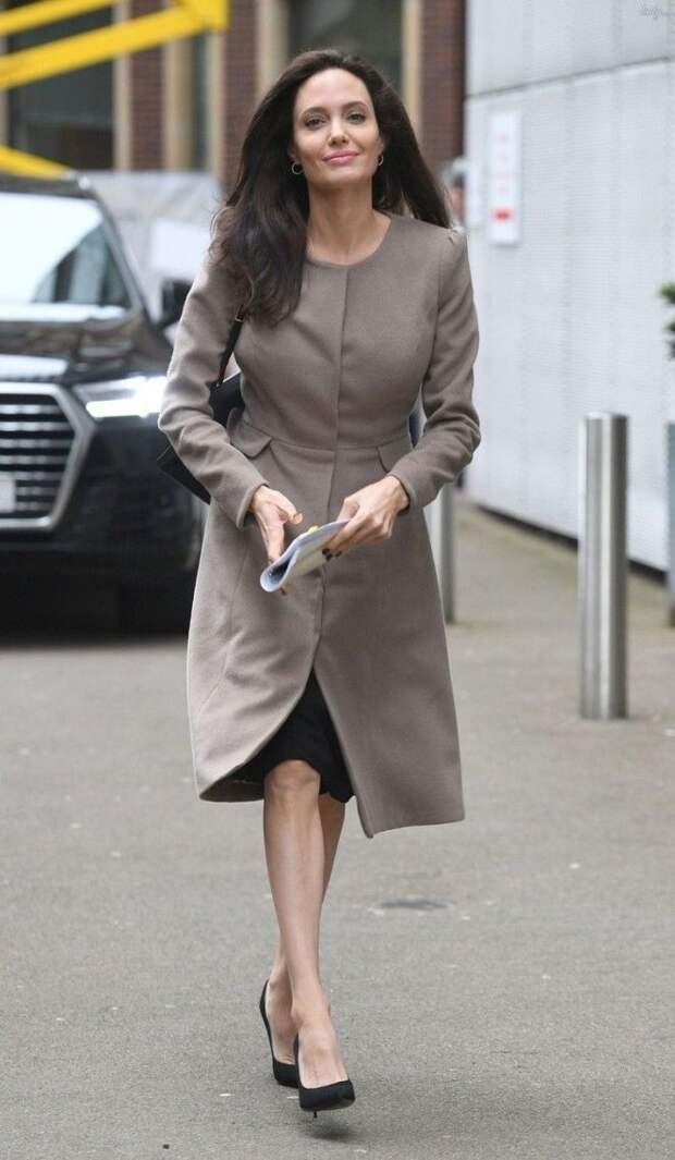 Анджелины Джоли: 15 стильных повседневных образов