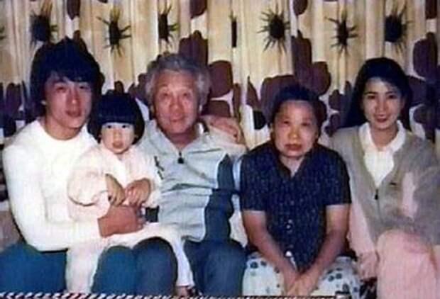 Джеки Чан с семьей. / Фото: www.media.vn