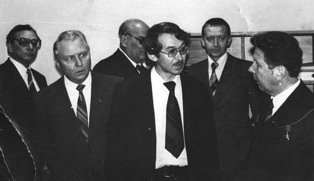 «Ушла эпоха»: Зюганов, Шендерович, Пархоменко и не только о Егоре Лигачеве