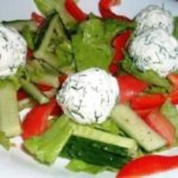 Овощной салатик с шариками.