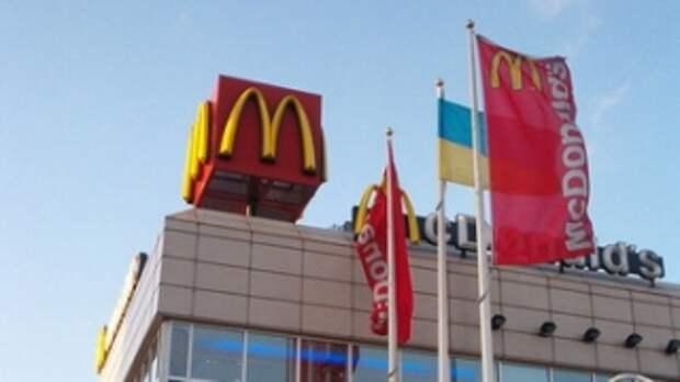 В соцсетях возмутились отказом McDonald′s обслуживать клиентов на русском языке