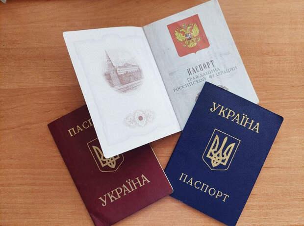 Крымчан с российскими паспортами могут лишить гражданства Украины
