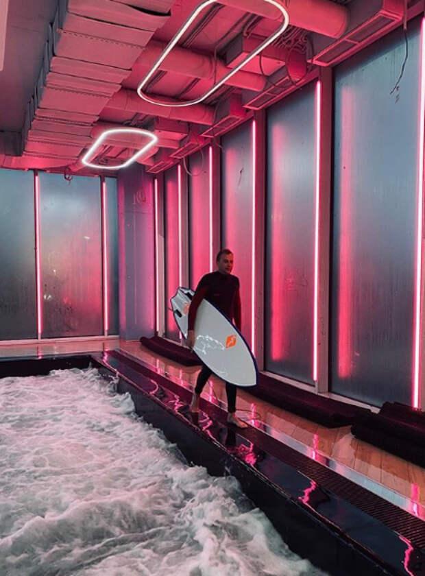 Вместо Бали и Малибу: где научиться серфингу с Москве