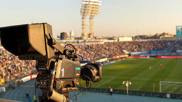 Трансляцию матча прервали стораз вИране из-за женщины-судьи вшортах