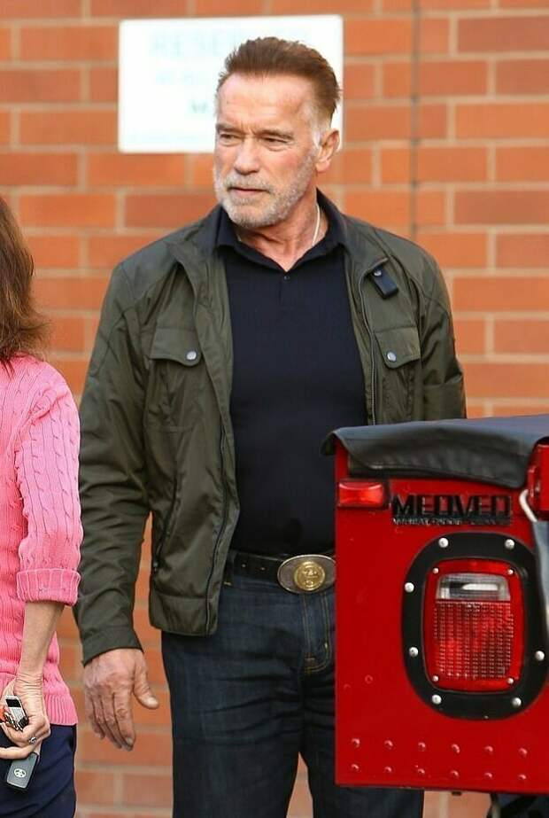 Тест-драйв: Арнольд Шварценеггер, покуривая сигару, прокатился на единственном в мире электрическом Hummer hummer, актер, внедорожник, звезды, знаменитости, шварценеггер, электроавто