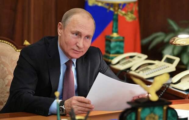 Опубликовано фото «самого удобного телефона в мире» в кабинете Путина
