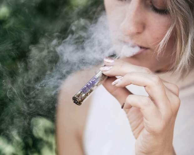 Ученые: электронные сигареты полезнее заместительной терапии