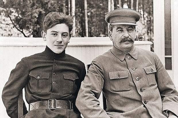 Василий Сталин: почему сына «вождя народов» похоронили в Казани
