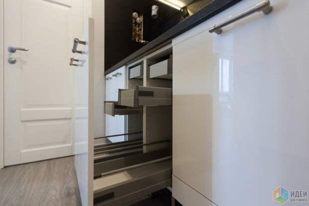 Два шкафа шириной по 30 см с ящиками