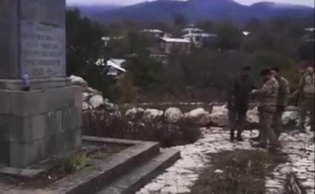МИД России: Баку объяснился после осквернения памятника вкарабахском селе