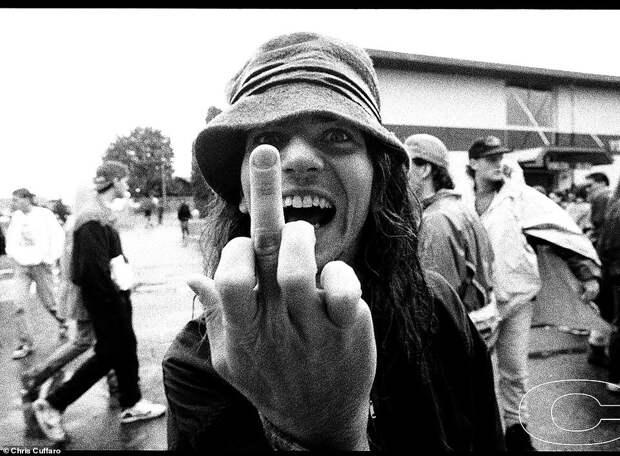 Последняя рок-революция: редкие фото культовых гранж-групп 90‑х от Криса Куффаро