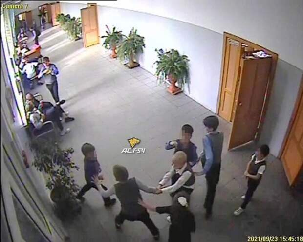 Новосибирские школьники сломали первокласснику позвоночник на перемене