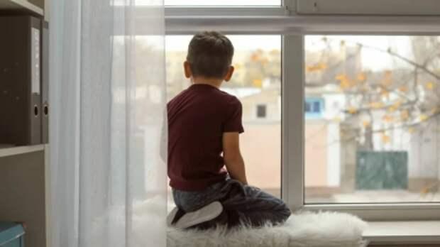 В Твери из окна упал 5-летний мальчик